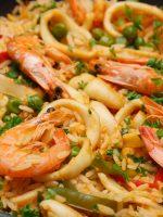 Receta de paella de marisco con alcachofas