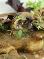 Receta de pollo en salsa con champiñones