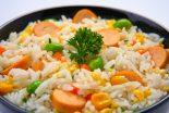 ensalada de arroz con salchichas