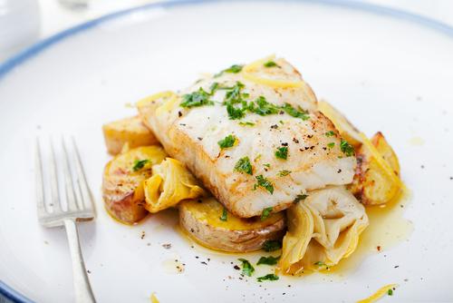 Receta de merluza al horno con patatas