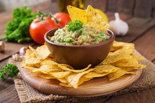 Receta de nachos con guacamole