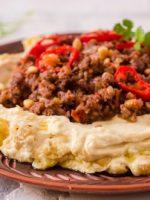 Receta de hummus con carne picada