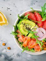 Receta de ensalada de garbanzos con salmón