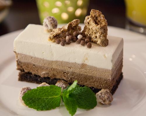 Receta de tarta tres chocolates con almendras