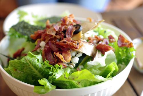 Receta de ensalada César con bacon