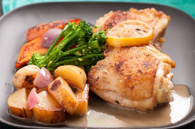 Receta de contramuslos de pollo al horno con vino blanco - Unareceta.com