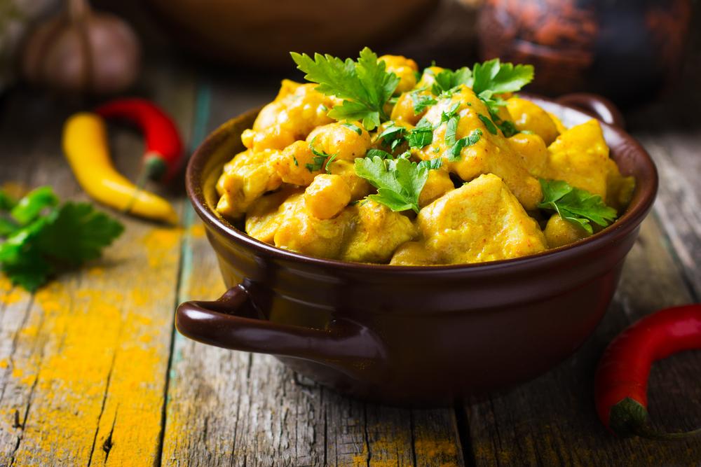 Receta de pollo al curry con garbanzos for Como cocinar pollo al curry
