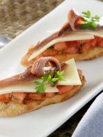 Receta de canapés de anchoas y queso