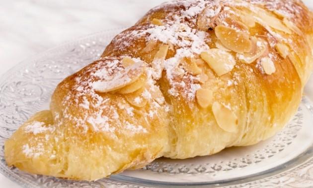 Receta de croissant con almendras