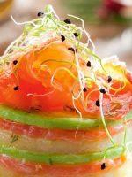 Receta de timbal de salmón ahumado con aguacate y queso
