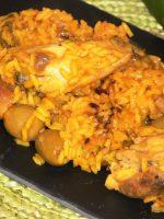 Arroz con pollo al ajillo