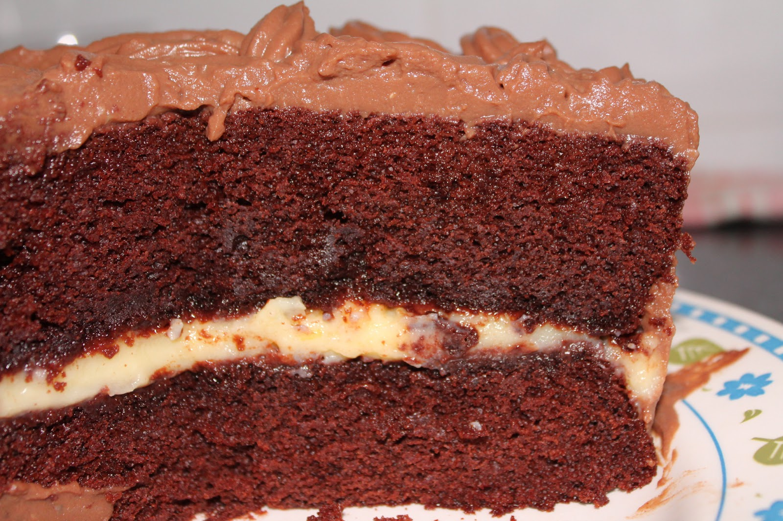 receta de bizcocho de chocolate relleno de nata y