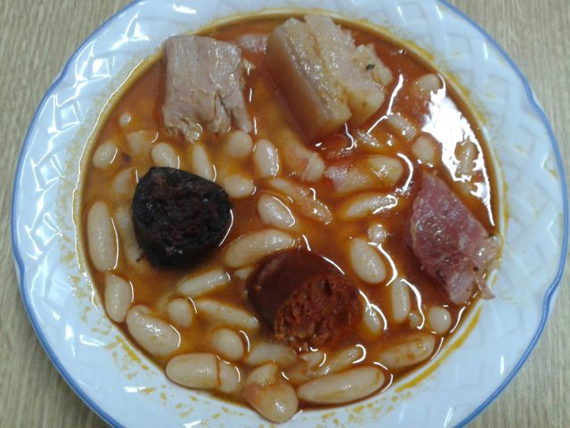 Receta de fabada asturiana con costillas