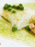 Receta de merluza en salsa verde con guisantes