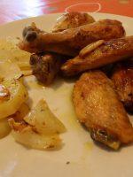 Pollo al ajillo con patatas a lo pobre