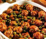 Receta de albóndigas en salsa con guisantes
