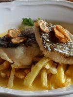 Receta de bacalao al pilpil con patatas fritas