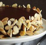 Receta de bizcocho de chocolate con almendras