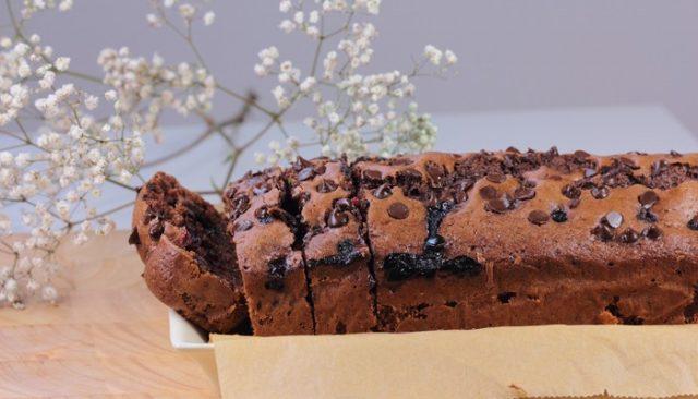 Receta de bizcocho de chocolate con arándanos