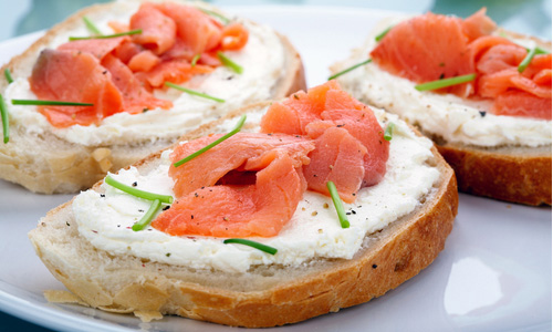 Receta de canap s de salmon for Canape de jamon y queso