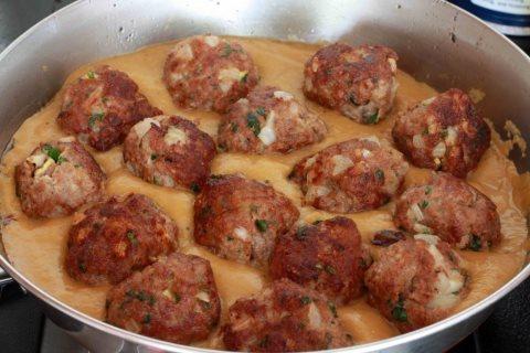 Receta de albóndigas con salsa de almendras