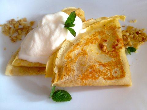 Receta de crepes de manzana y nata con helado