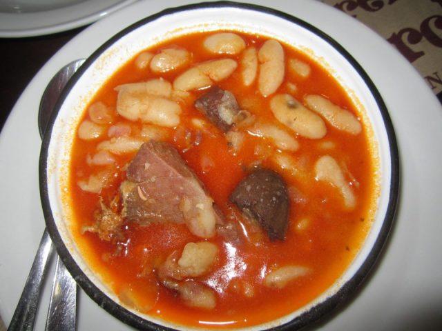 Receta de fabada asturiana con oreja
