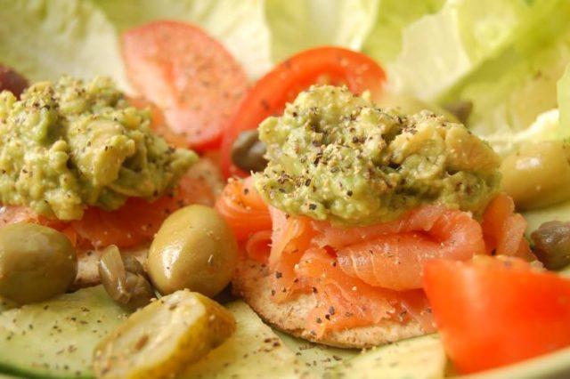 Receta de guacamole con salmón