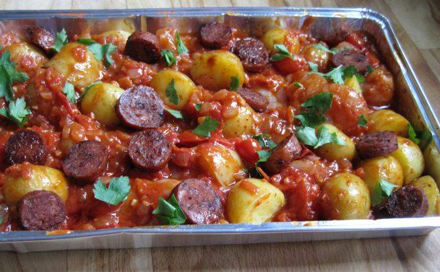 Receta de patatas bravas con chorizo