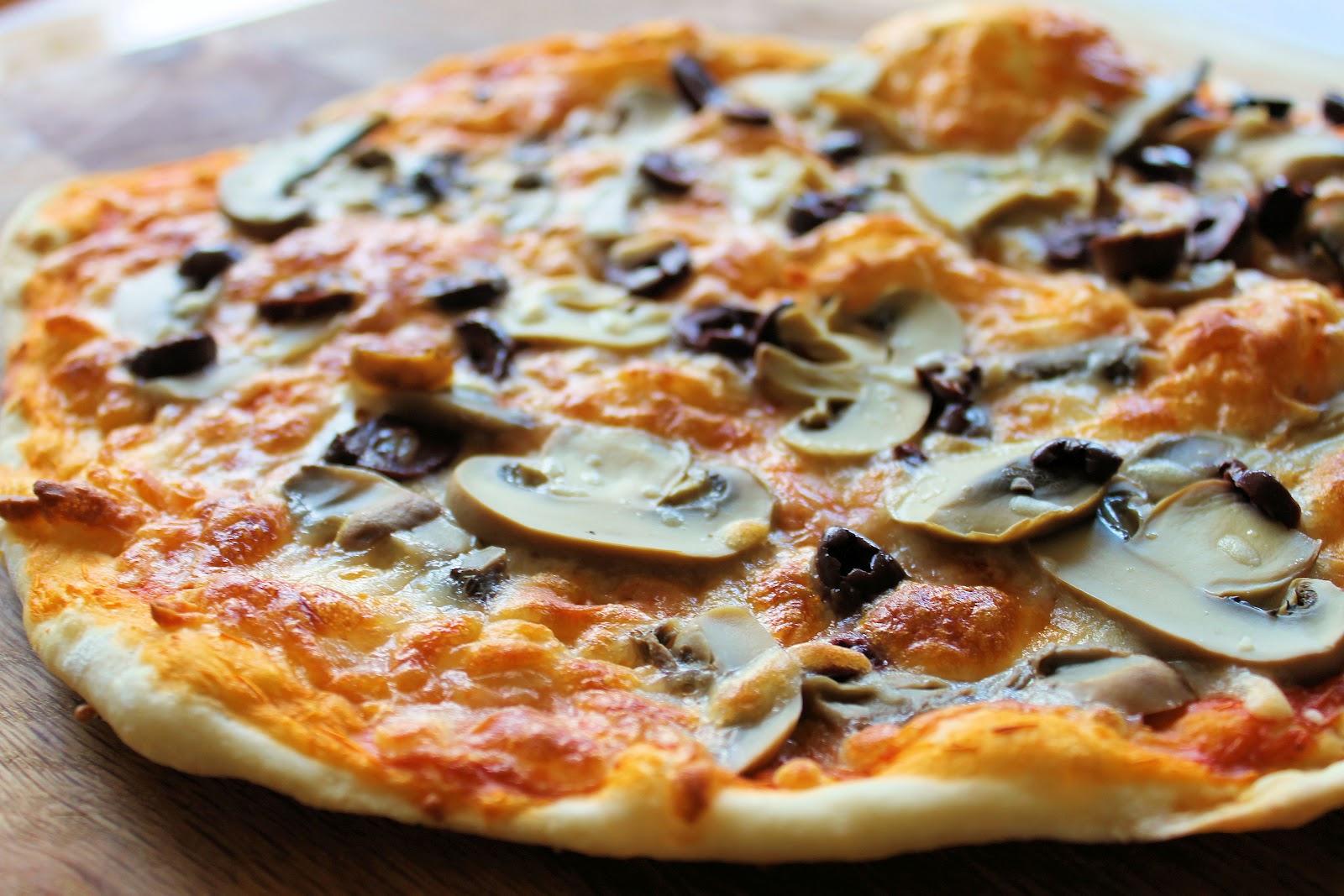 Receta de pizza romana...