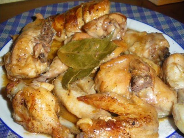 Receta de pollo al ajillo con vino blanco