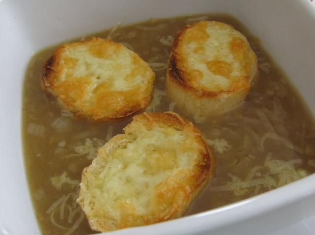 Receta de sopa de cebolla con picatostes