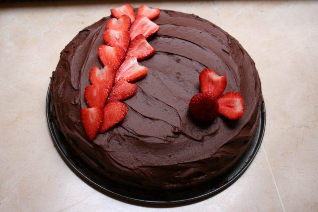 Receta de tarta sacher con fresas