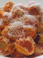 Receta de tortellini con salsa de tomate