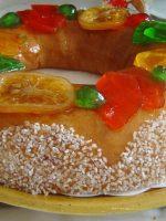 Roscón de reyes con frutas escarchadas