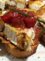 Receta de tostadas de queso de cabra y mermelada de tomate