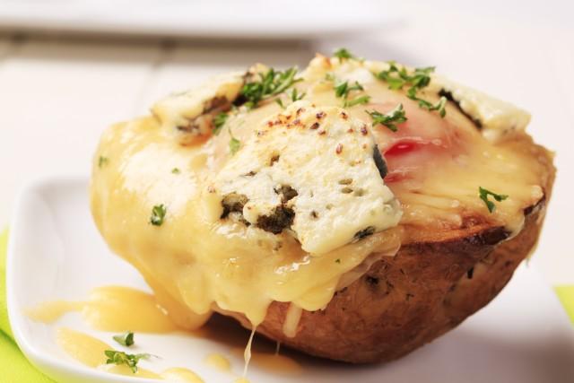 Receta de patatas al horno rellenas de queso