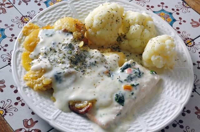 Receta de salmón al horno con salsa de queso