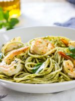 Receta de espaguetis al pesto con gambas