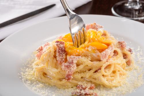 Receta de espaguetis con nata y huevo