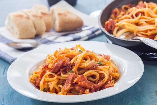 Receta de espaguetis con tomate y bacon