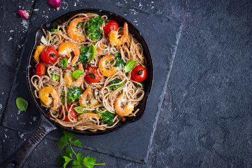 Receta de espaguetis con verduras y gambas