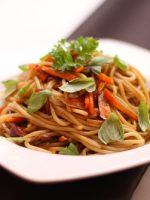 Receta de espaguetis con verduras y salsa de soja