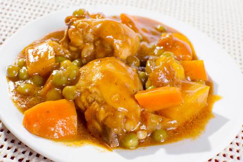 Receta de pollo en salsa con patatas