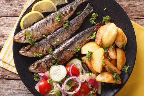 Receta de sardinas con patatas al horno - Como cocinar sardinas ...