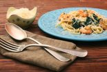 Espaguetis con gambas y espinacas