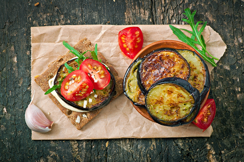 Receta de berenjenas a la plancha con tomate