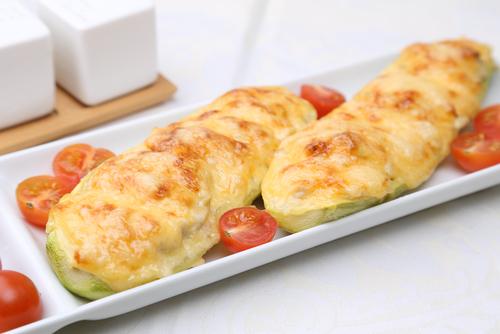Receta de calabacines al horno con jamón y queso