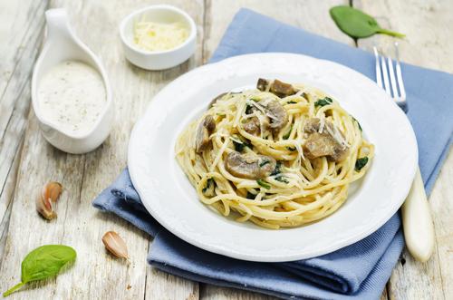 Receta de espaguetis con nata y setas
