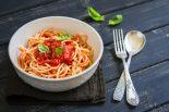 espaguetis-con-tomate-y-albahaca